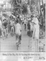 Đường Lê Văn Thụ , P.12, Gò Vấp đang biến thành chợ rau / T.L